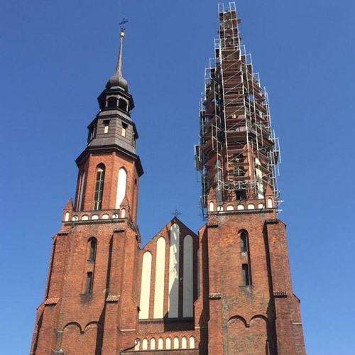 montaż rusztowań na kościołach
